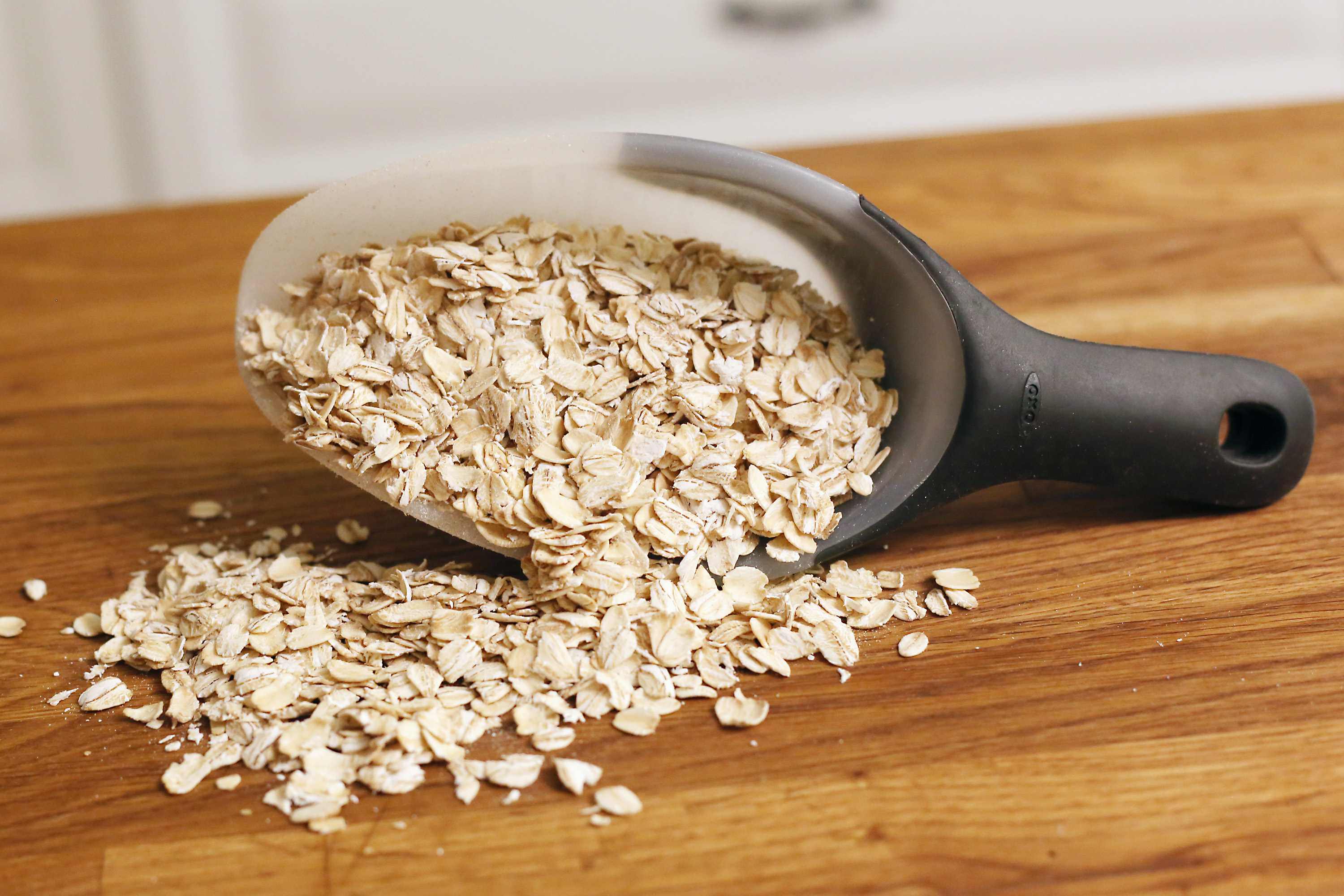 how to make an easy three-step oatmeal facial mask | livestrong