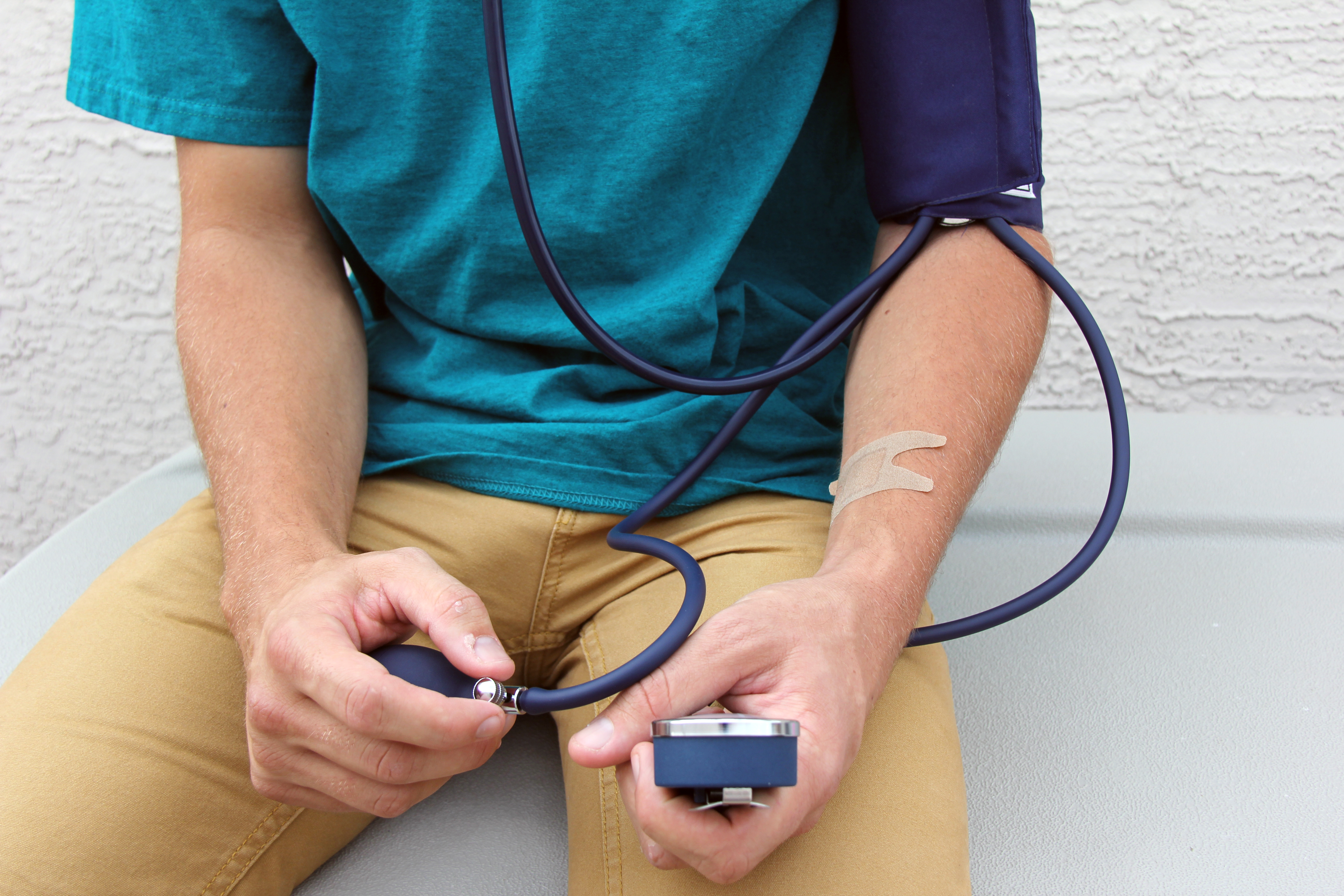 measuring and changing your blood pressure essay Measuring blood pressure measuring your blood pressure at home measuring your blood pressure regularly and properly will enable you to get a record of accurate readings which helps you to take contol.