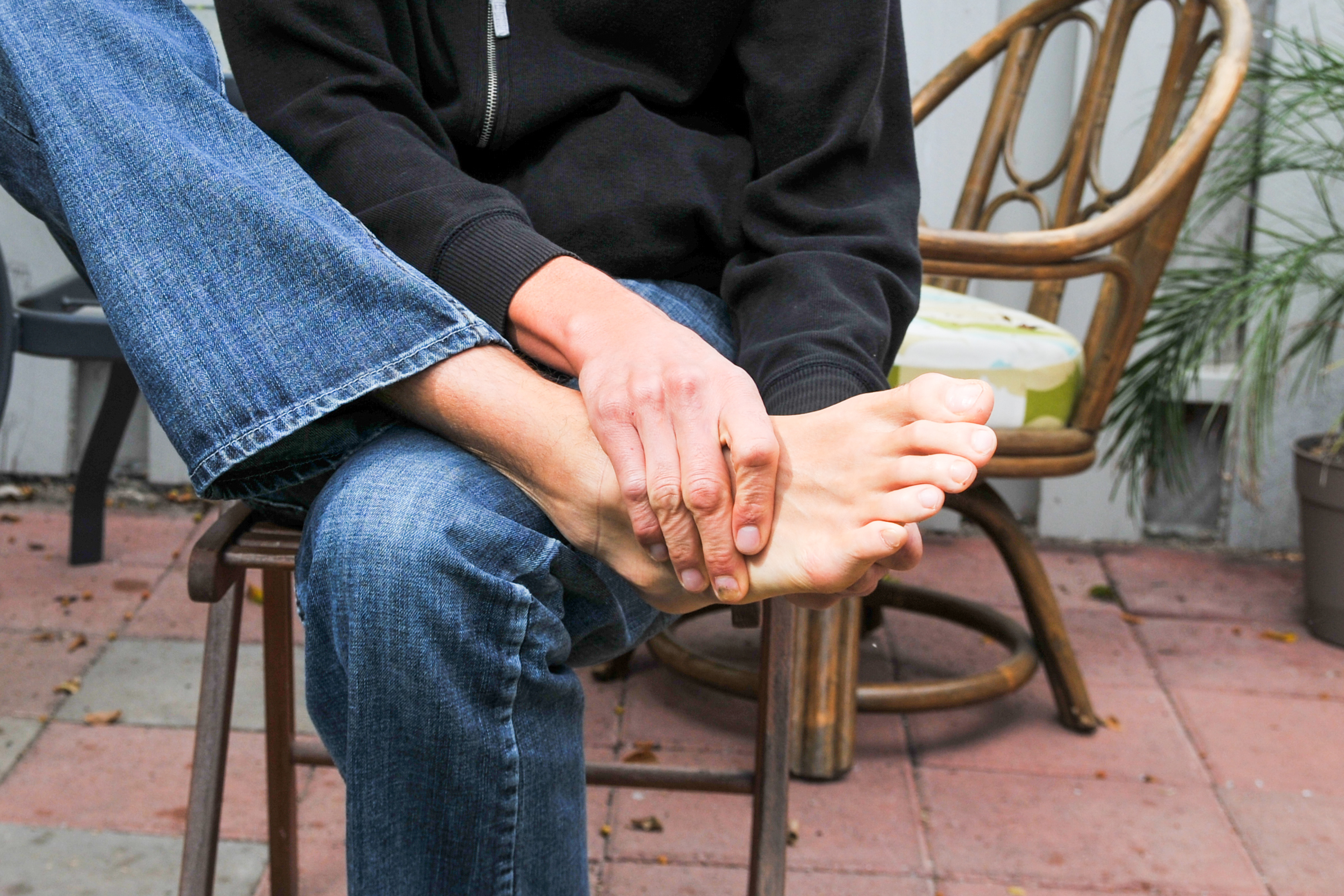 How To Stretch The Muscles In Your Foot Livestrong