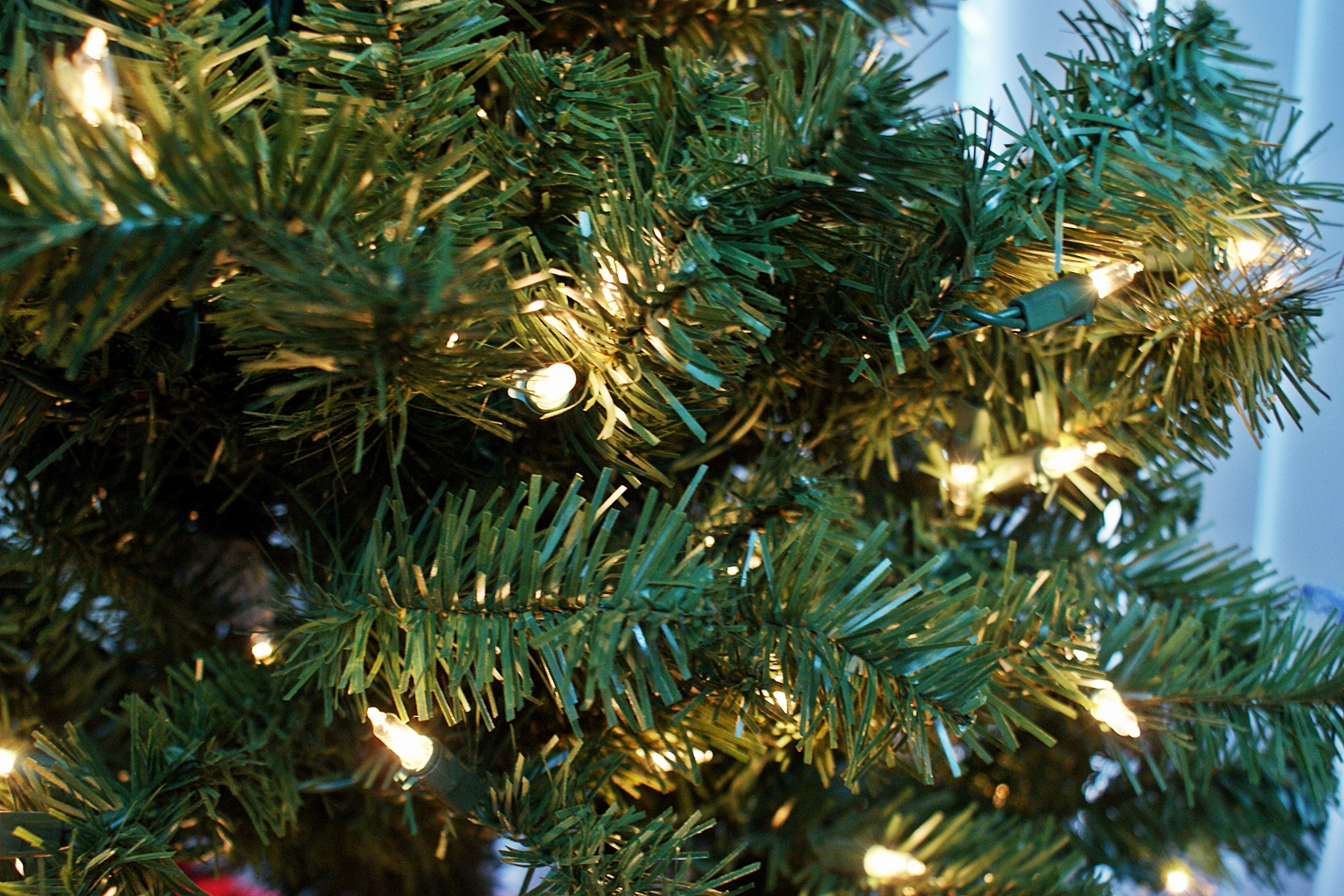 How To Troubleshoot Pre Lit Christmas Tree Lights Ehow
