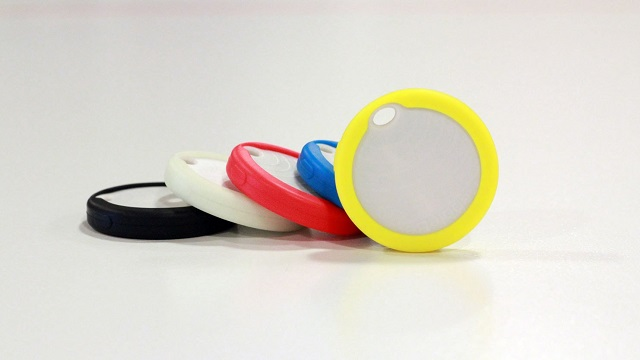 Pebblebee trackers also have built-in LED lights.