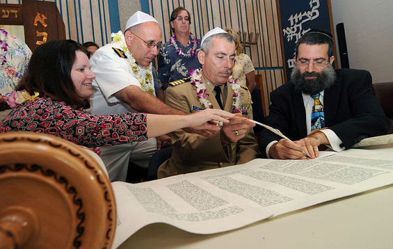 800px-us_navy_081026-n-9758l-097_torah_dedication_ceremony_participants_write_one_of_the_last_letters_in_a_new_sefer_torah_at_the_aloha_jewish_chapel_at_naval_station_pearl_harbor_large