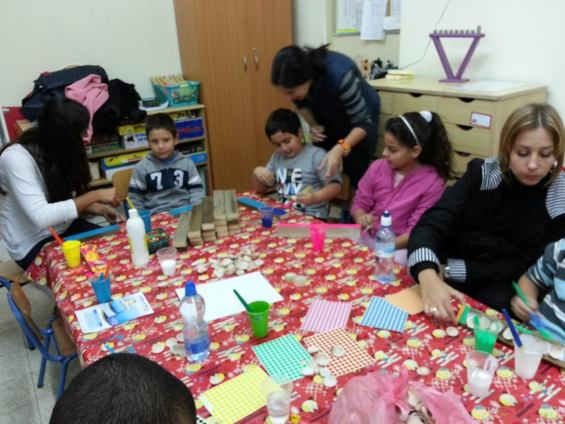Haifa Young Leaders volunteer at &quot;Parents at the Center&quot;