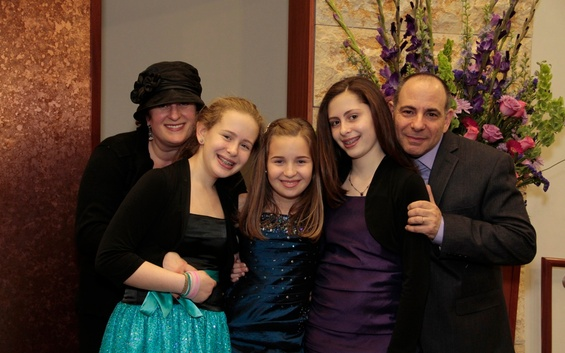Cynthia_cohen_and_family_photo_86_large