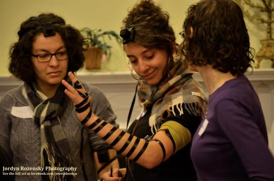 Jews About Town: Keshet's Tefillin Workshop