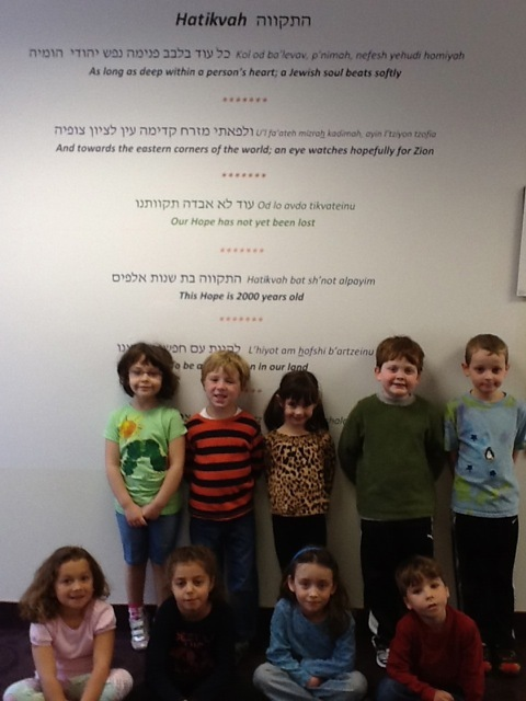 Hertz Nursery School visits Community Art Show at Temple Israel for Yom Haaztmaut