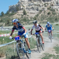 Katerina Nash pushes the pace with Emily Batty in pursuit at the US Cup Pro Series finale