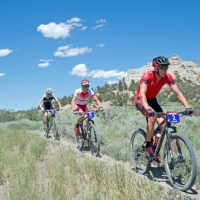 Todd Wells leads Russell Finsterwald and Keegan Swenson during the US Cup Pro Series finale
