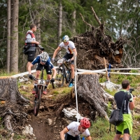 Sandy Floren takes on a technical section in the U23 race