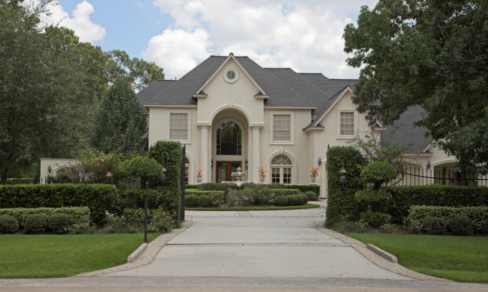 offers everything from garden homes to acreage estates throughout the lush impeccably manicured grounds homeowners enjoy their own 18 hole golf course - Garden Homes San Antonio