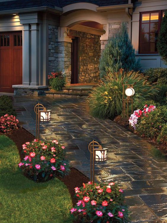 Landscaped Homes did you know that well-landscaped homes sell for more money