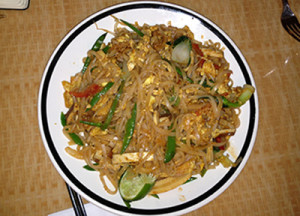 A plate of delicious tofu pad thai.