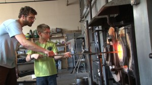 Nikolaj Christian of East Falls Glassworks taught children with diabetes to work with glass.