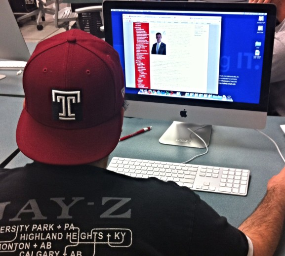Students at Temple browsed the options for online courses on the Fox School of Business website.