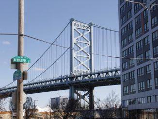 water street and ben franklin bridge