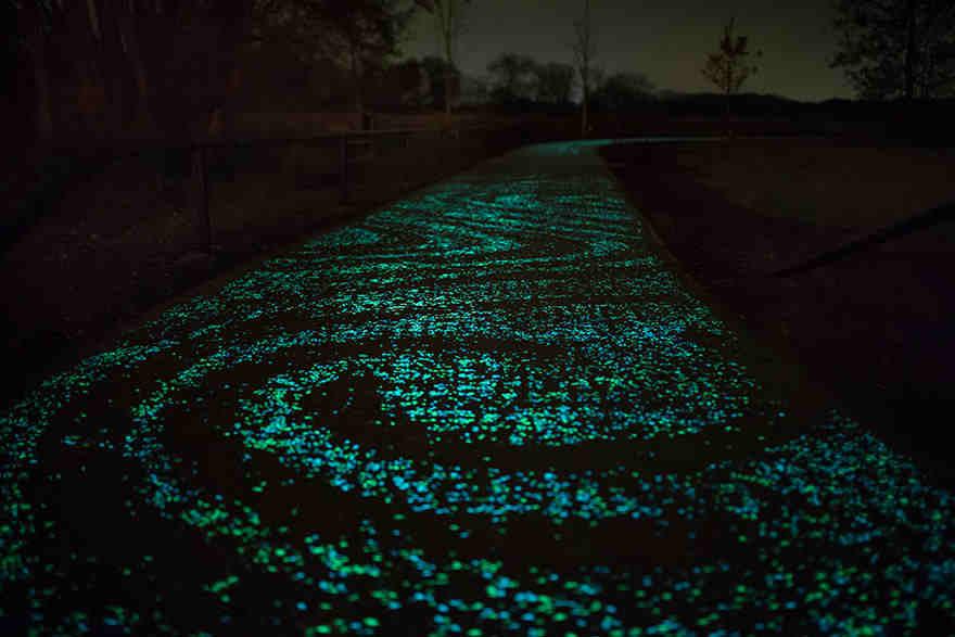 van-gogh-starry-night-glowing-bike-path-daan-roosengaarde-7