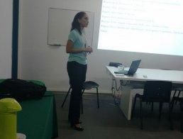 foto de professora em sala de aula