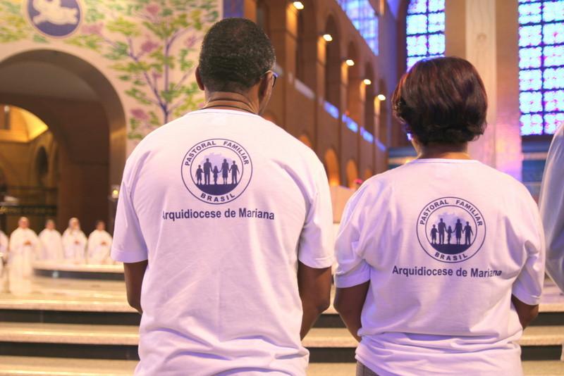 Peregrinação nacional reúne famílias ao redor do Altar da Mãe Aparecida