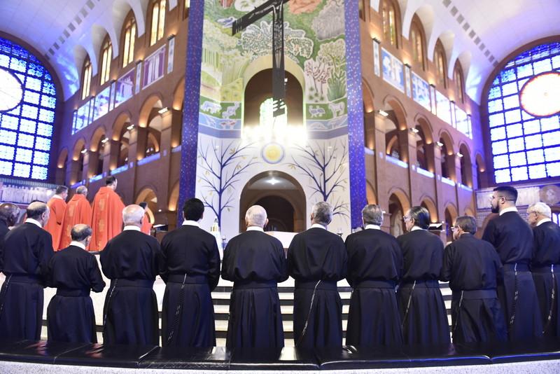 Irmão redentoristas participam da missa da romaria no Santuário Nacional