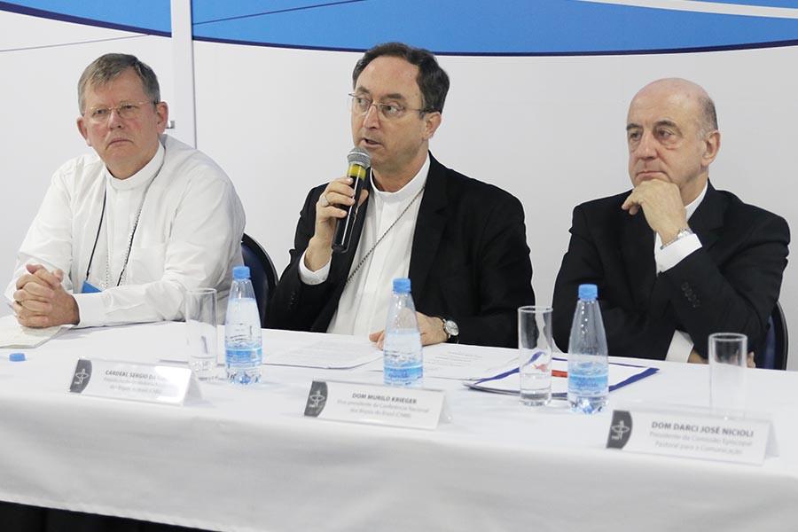 Mensagem sobre eleições e balanço sobre tema central têm destaque em coletiva