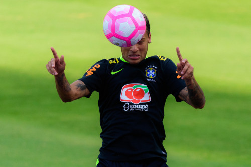 Jogador Zinho comenta chances do Brasil na Copa