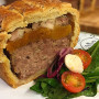 Torta de carne de porco, damasco e frango