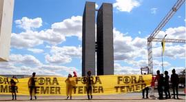 População vai à Brasília denunciar golpe