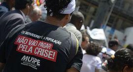 """Servidores do Rio prometem greve geral para barrar """"pacote de maldades"""" de Pezão"""