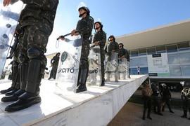 Temer cometeu crime de responsabilidade ao acionar Exército, apontam juristas