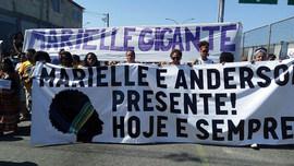 Moradores da Maré (RJ) marcham por justiça a Marielle Franco e Anderson Gomes