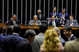 Governo atropela debate e aprova privatização de distribuidoras de energia
