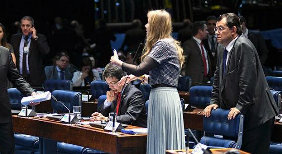 Foram 34 senadores contrários à matéria e apenas 18 favoráveis