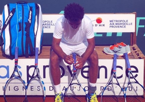 Tenista é expulso de Roland Garros por assediar repórter