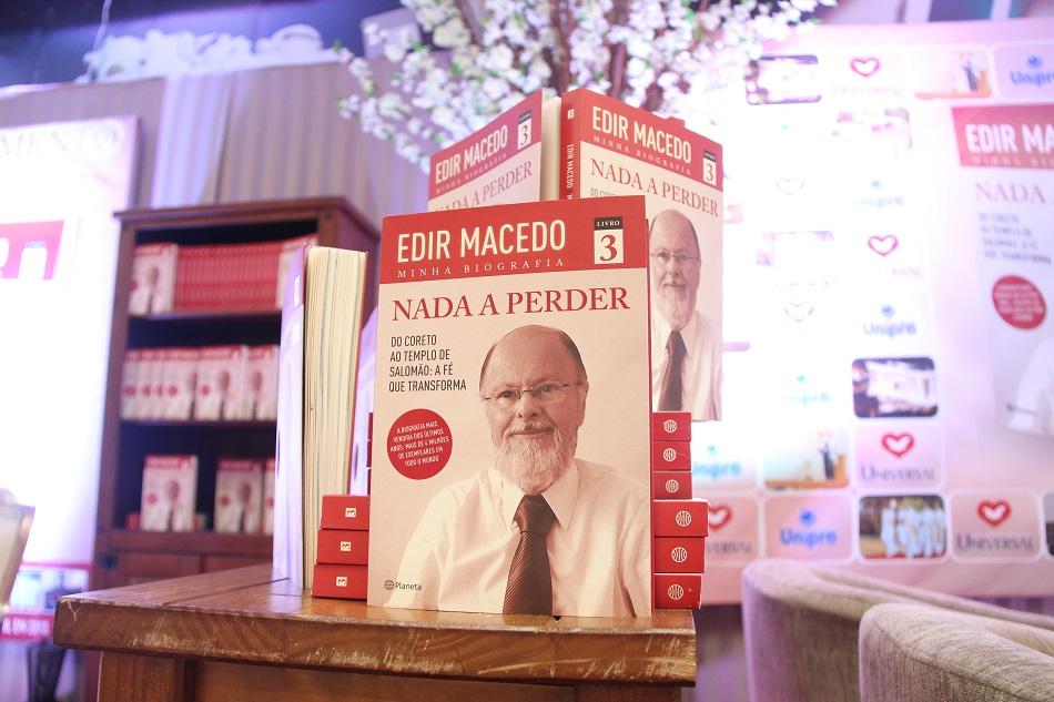 """A trilogia """"Nada Perder"""" está entre os dez livros mais vendidos no Brasil nos últimos 7 anos"""