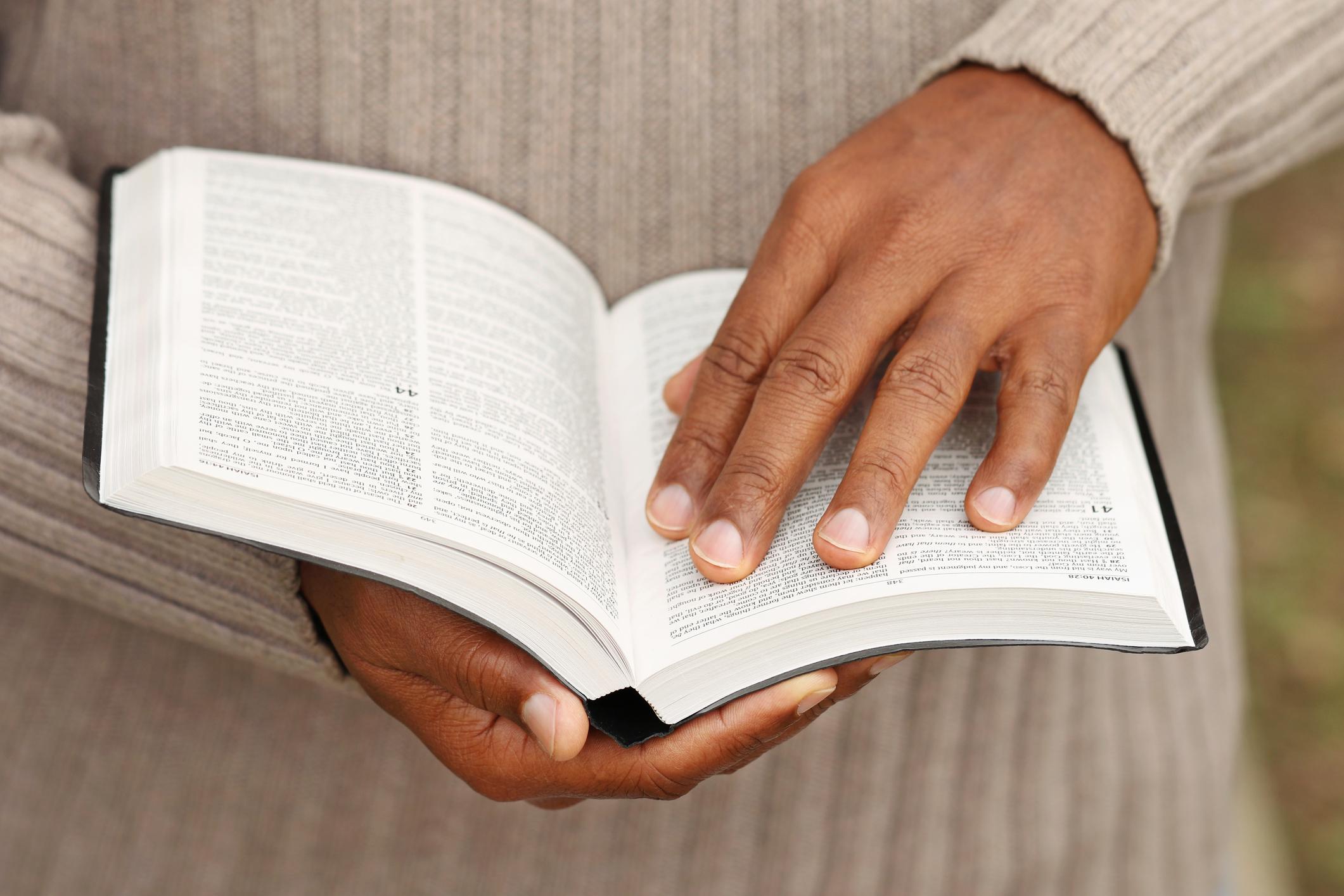 Bíblia em 1 ano – Leia o 270º dia