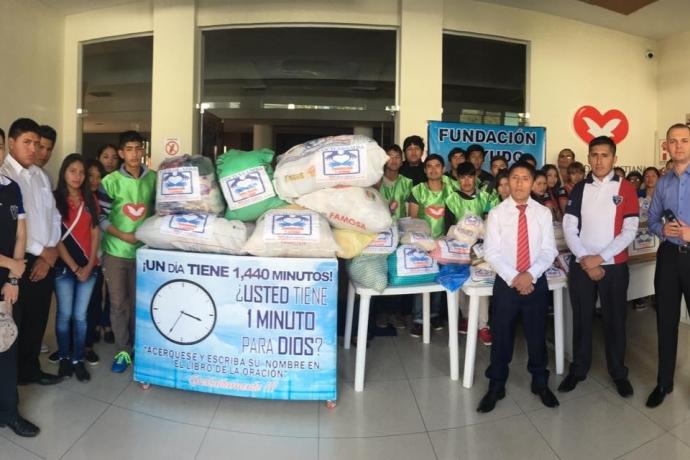 1 tonelada de alimentos é doada à comunidade de Cochabamba