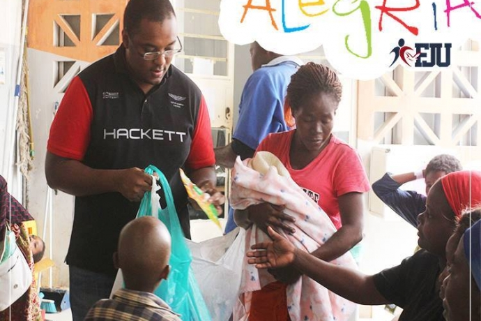 Força Jovem Universitários visita crianças em hospital de Angola
