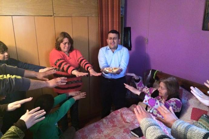 Voluntários da Universal no Chile levam a Igreja à casa de diversas pessoas no país