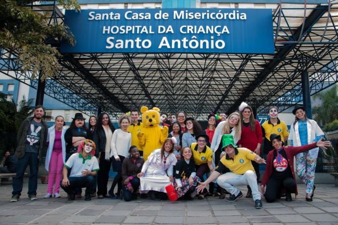 Doutores do Sorriso levam alegria para crianças internadas