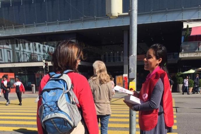Universal na Suíça distribui Bíblias