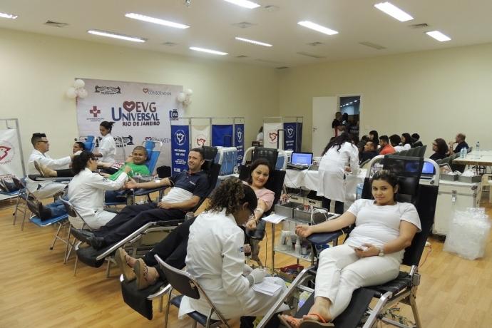 """Campanha """"Meu Sangue é Universal"""" abastece banco de sangue do Hemorio"""