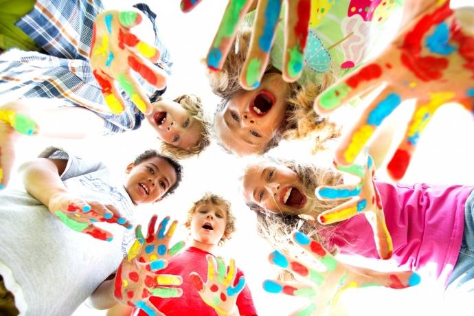 Como educar filhos para que sejam mais positivos e confiantes
