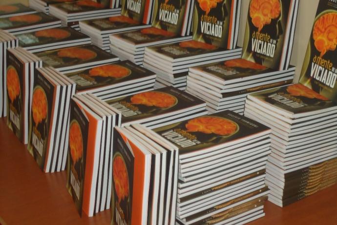 Voluntários da Evangelização da Universal doam livros em hospital de Ribeirão Preto