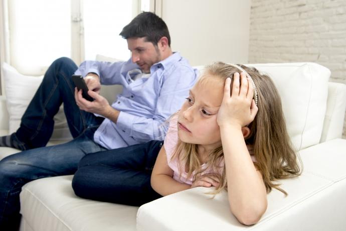 Você dá mais atenção ao celular ou ao seu filho?