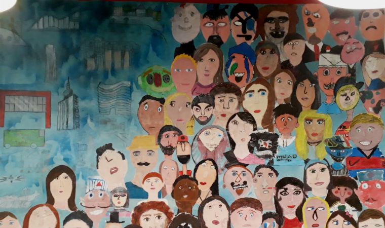 """Releitura de """"Operários"""", obra de Tarsila Amaral, feita por alunos da Escola Santi, de São Paulo"""