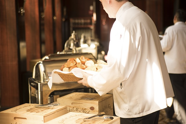 waiter-492872_640