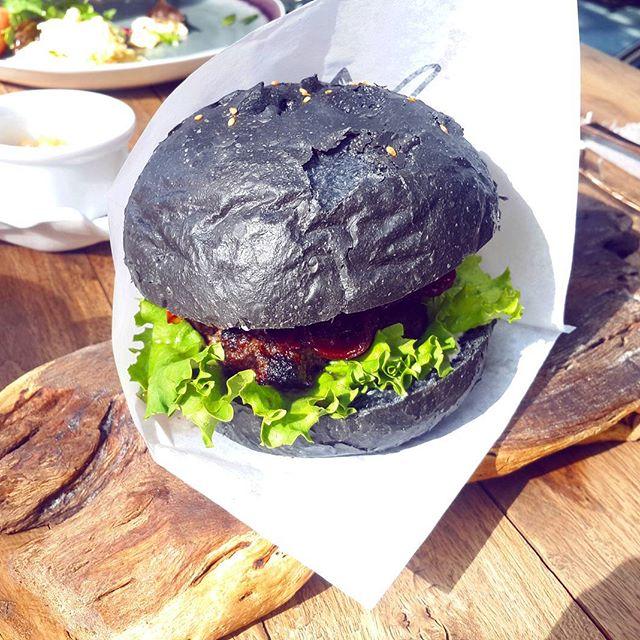 Czarne jedzenie, źródło: Instragam.com/szarema