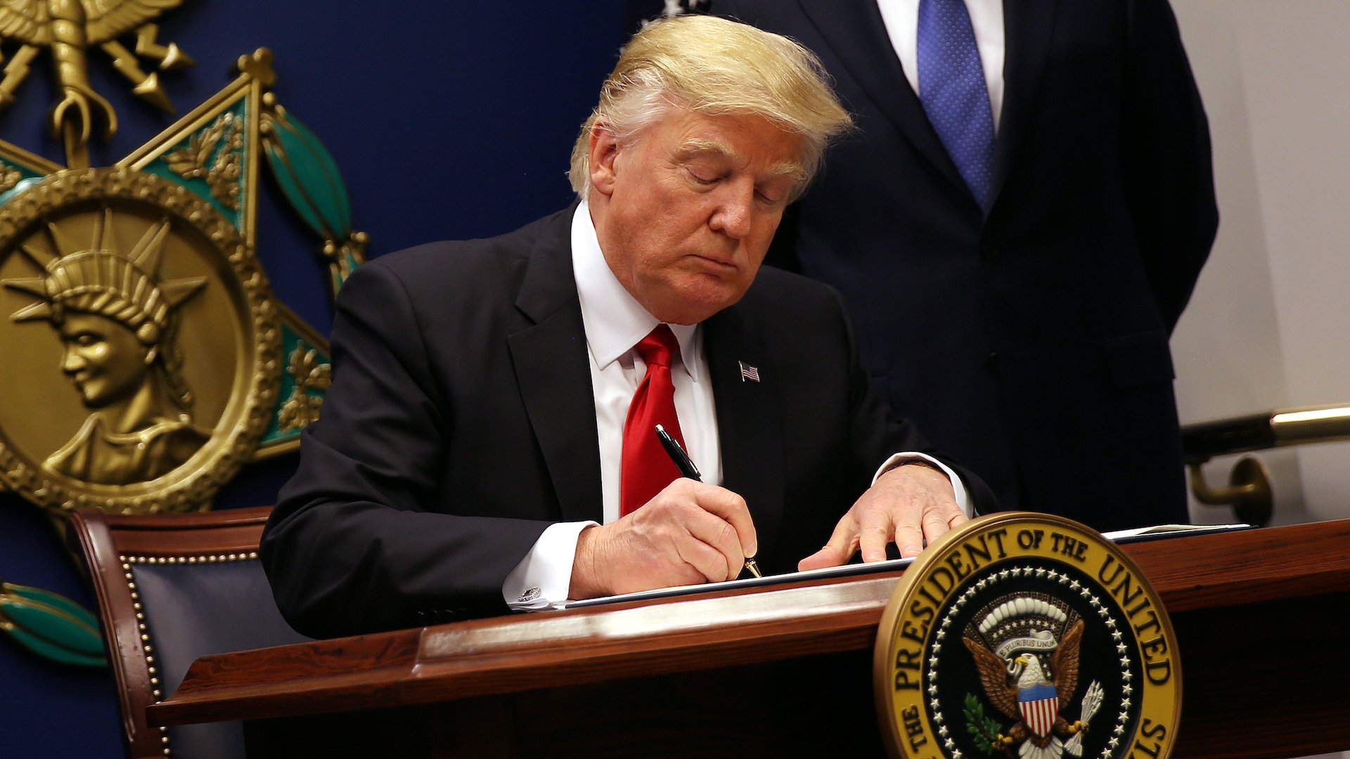 Federal appeals court weighs Trump immigration order