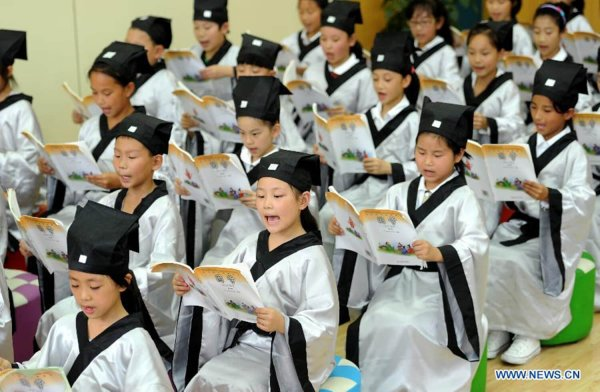 Feature: Students from afar delight ancient and modern China