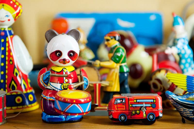 What You Need to Know About Shopping for Vintage Toys at Estate Sales